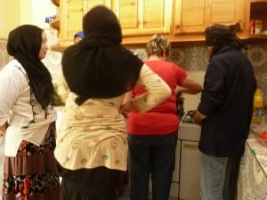Cours de cuisne avec les femmes du foyer d'Imgoun